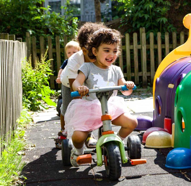 Kinderen op fiets